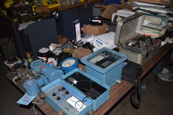 CONTENTS OF TABLE - UNILOC 750 CONTROLLER, ROSEMOUNT TRANSMITTER, GAUGES, UNILOC 1070A