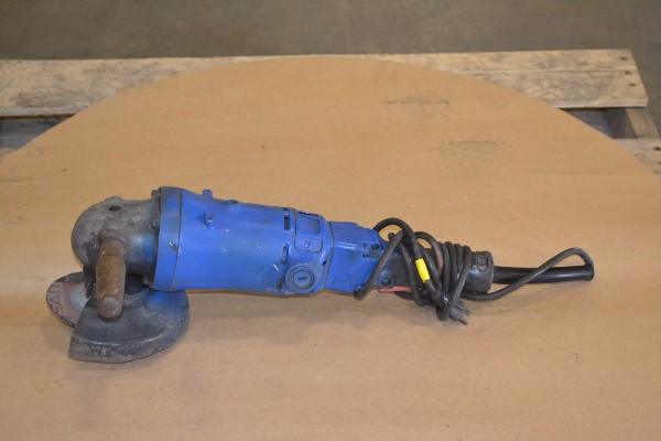 ELECTRIC ANGLE GRINDER WITH GRINDING WHEEL