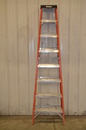 WERNER 8FT 300LB CAPACITY STEP LADDER