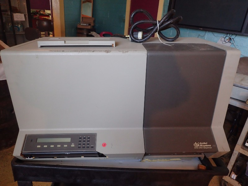 Applied Biosystems 370A Benchtop DNA Sequencer
