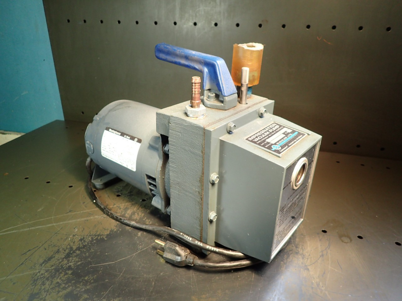 Buehler 20-2850 Impregnation Vacuum Pump: Westinghouse, 115V, 1/3HP, Motor, Used