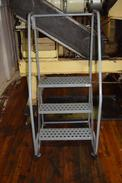 3 STEP ROLLING LADDER (DELAYED REMOVAL)