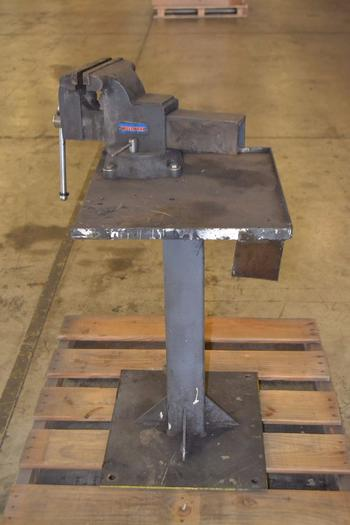 WESTWARD BENCH VICE WITH 8IN JAW ON STAND