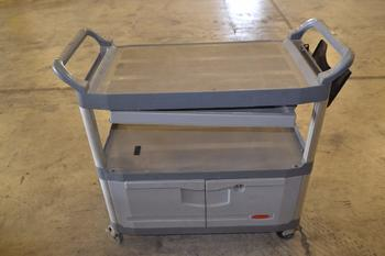 RUBBERMAID PLASTIC UTILITY CART, NO KEY