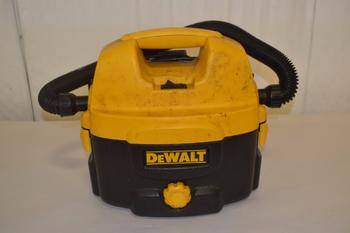 DEWALT DC500 HEAVY DUTY 2 GALLON SHOP VAC