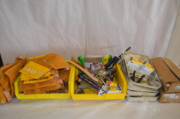 LOT OF ASSORTED PAINT SUPPLIES AND TOOL POUCHES