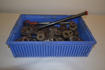 LOT OF ASSORTED MANUAL PIPE THREADERS AND DIE HEADS