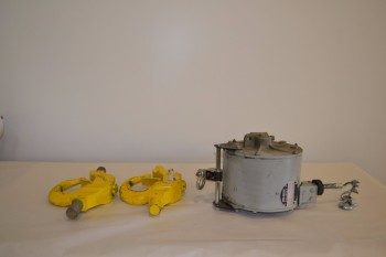 LOT OF 2 HOIST ASSEMBLIES AND TOOL BALANCER