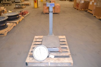 LOT OF HANGING SCALE AND DIGITAL PLATFORM SCALE