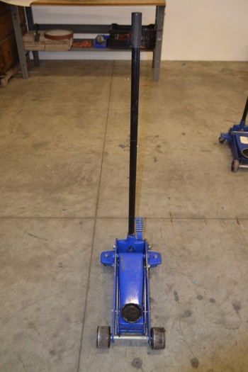 WESTWARD 5ML65D 3 TON HYDRAULIC GARAGE JACK