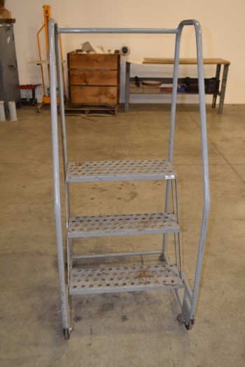 TILT AND ROLL 3-STEP ROLLING LADDER