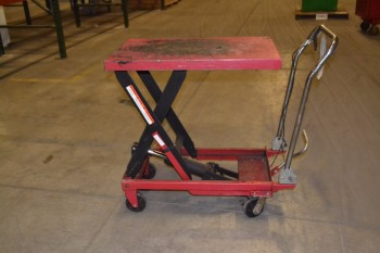 MANUAL SCISSOR LIFT TABLE, MAX HEIGHT 3 FT.