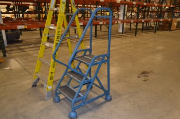 LOT OF 2 LADDERS, WERNER, COTTERMAN