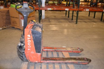 TOYOTA ELECTRIC LIFT TRUCK, 7HBW23