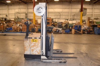 CROWN 30WRTL-S HEAVY DUTY WALKIE REACH STACKER