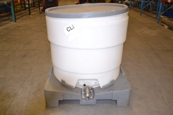REMCON TOP-RV22 TANK ON PALLET POLY TOTE