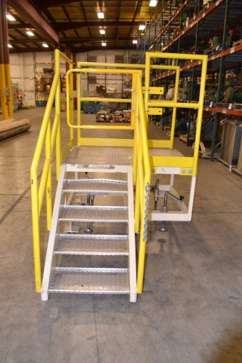 5 STEP ROLLING STAIRS AND PLATFORM