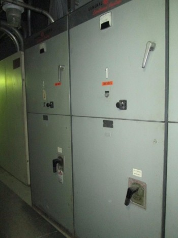 General Electric LimitAmp 2400 Volt 3Ph 200Hp Fused Switches Control Panel