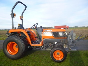 KUBOTA STA 30 COMPACT TRACTOR FRONT LINKAGE