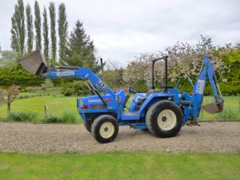 ISEKI COMPACT TRACTOR WITH LOADER & BACKHOE