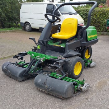 John Deere 2500A triple mower