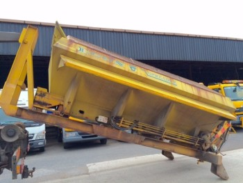 2005 Econ Zero C Roll on/off Gritter body. Complete with salt spreader.