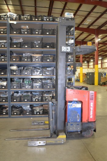 RAYMOND EASI NARROW AISLE SINGLE REACH FORKLIFT