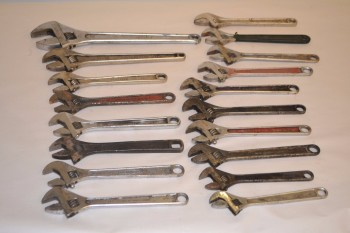 LOT OF ASSORTED CRESCENT WRENCHES