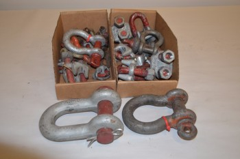 LOT OF ASSORTED ROPE/WIRE CLIPS AND SCREWPIN SHACKLES