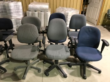 6 Rolling office chairs