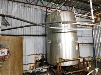 Stainless Steel Tank Approx 10,000 Gal Empty