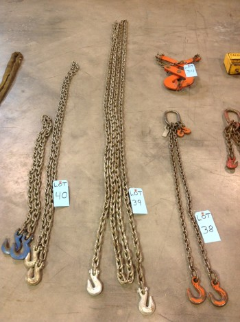 Single Chain Approx 32' Long w/ hooks