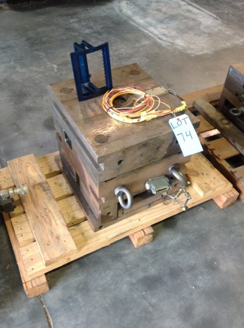 1 Cavity Gass assist Injection Mold. CD holder mold