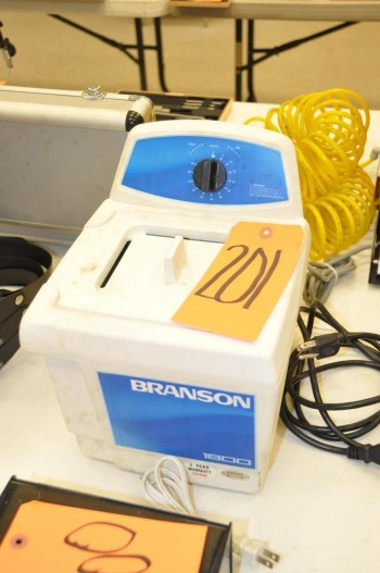 BRANSON 1800 Ultrasonic Cleaner