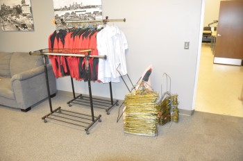 Lot-Work Clothes, Racks and Hangers