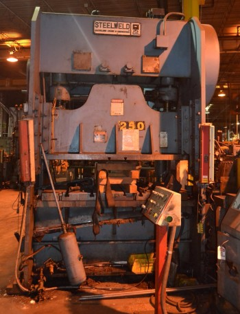Steelweld 250 ton Straight Side Double Crank Press, Broken Crank