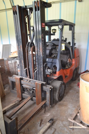 Toyota 7FGC45 10000 lbs. Forklift
