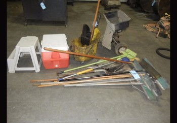 Lot-HUSKY Spreader with Mop Bucket and Clean-Up Tools