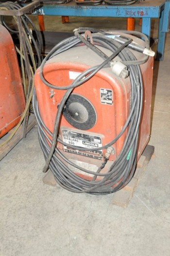 LINCOLN MODEL 250-250, 250-Amp Capacity Arc Welder