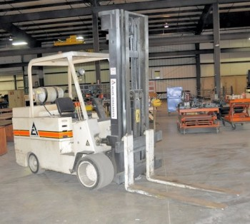 ALLIS-CHALMERS MODEL ACC 120TL PS, 12,000-LB Capacity LP Gas Forklift Truck