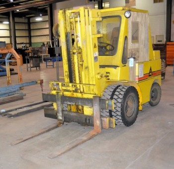 ALLIS-CHALMERS MODEL 4826492, 5,000-LB Capacity LP Gas Forklift Truck