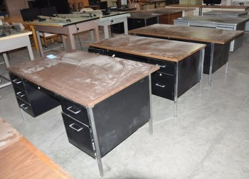 Lot-(3) Desks