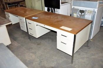 Lot-(2) Desks