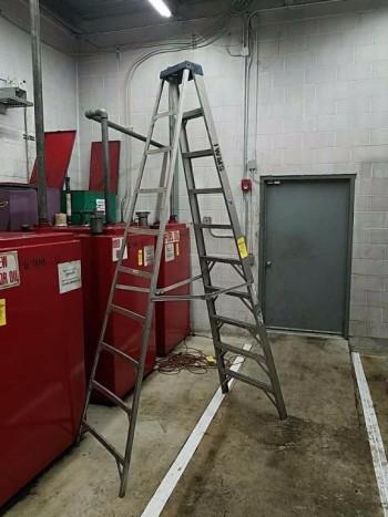 Werner 10 ft 250 lb aluminum step ladder