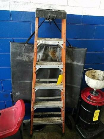 Husky 6 foot fiberglass ladder