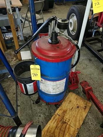 Fluid dispenser pump