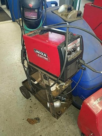 Lincoln Electric welder on cart