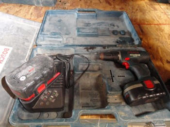 Bosch Compact Drill 18v 30 minute charger, two power packs