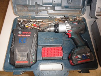 Lithium power drill 18v & charger, two batteries with case