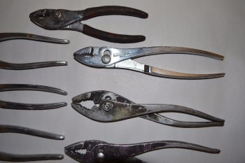 LOT OF ASSORTED PLIERS